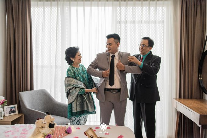 Rendy Evelyn Wedding | Groom's Morning Preparation by Ducosky - 015