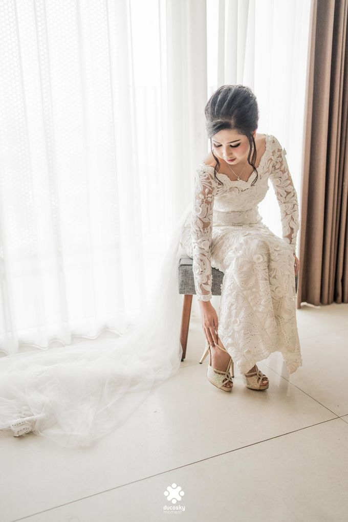Rendy Evelyn Wedding | Bride's Morning Preparation by Ducosky - 022