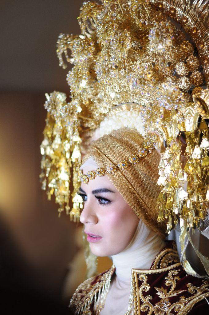 From The Traditional West Sumatra Wedding of Irsyad & Shella by Khayim Beshafa One Stop Wedding - 017