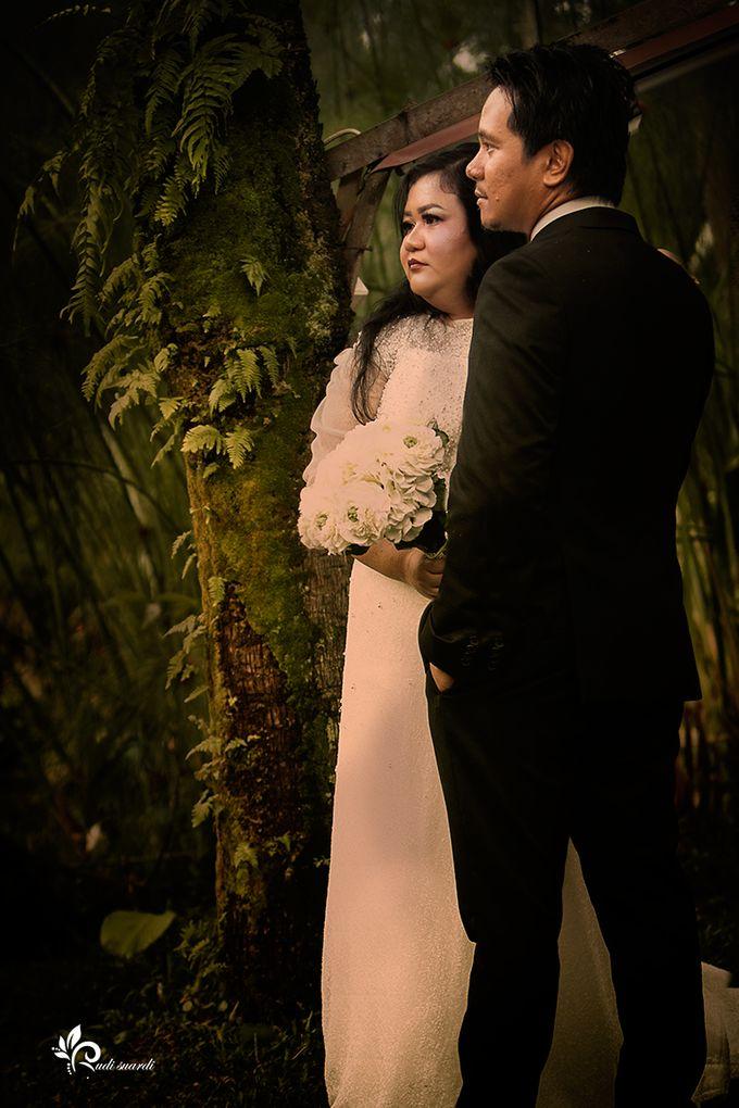 BANDUNG Rita and Michael Prewedding by Therudisuardi - 003