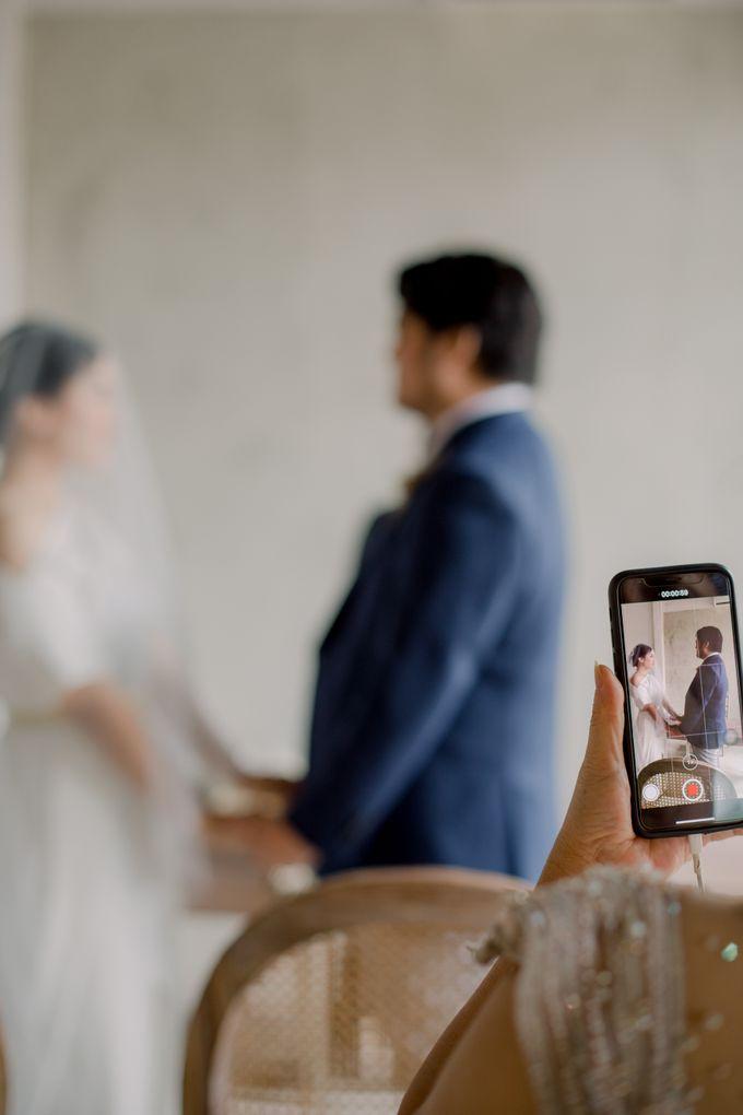 Intimate Wedding - Lukas & Olivia by Iris Photography - 020