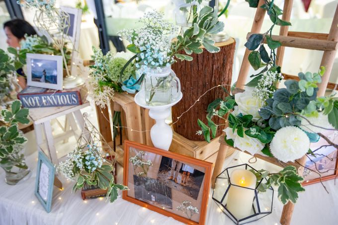 A Rustic Botanical Wedding at Hort Park by Manna Pot Catering - 019