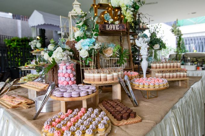 A Rustic Botanical Wedding at Hort Park by Manna Pot Catering - 030