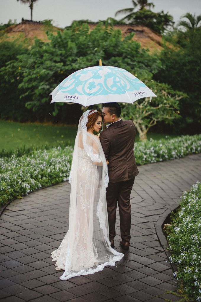 Rain Wont Stop The Love by AMOR ETERNAL BALI WEDDING & EVENTS - 007