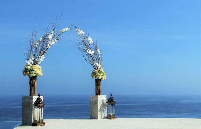 Blooming Frangipani by Puri Amanda Flower Boutique - 001