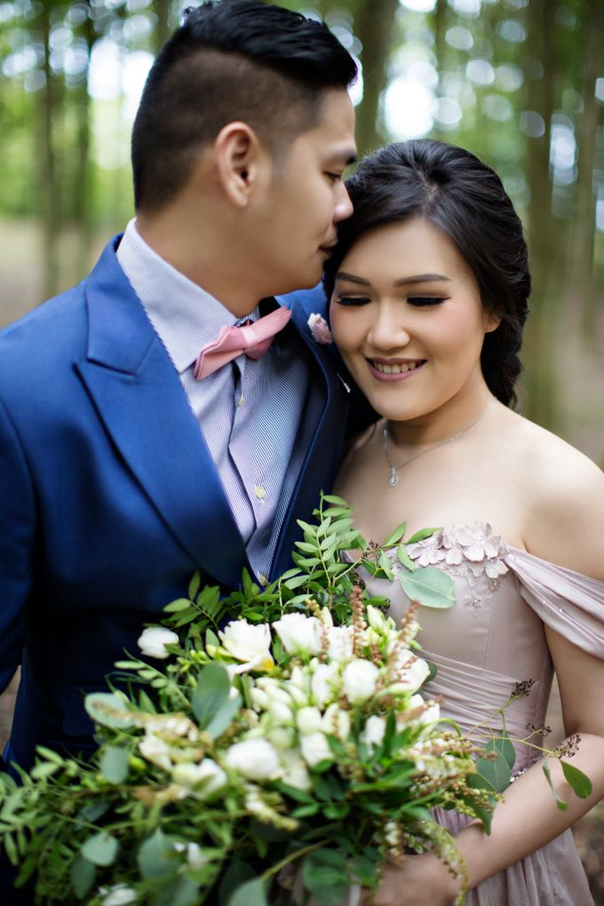 Hendric & Dian Engagement Session by Hope Portraiture - 011