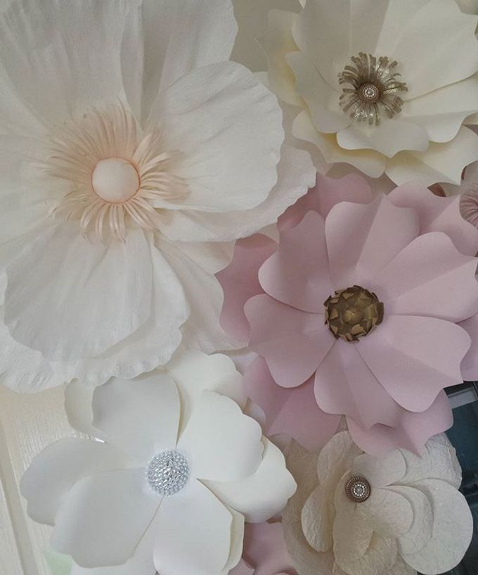 Giant Paper Flowers by Playing With Paper - 002