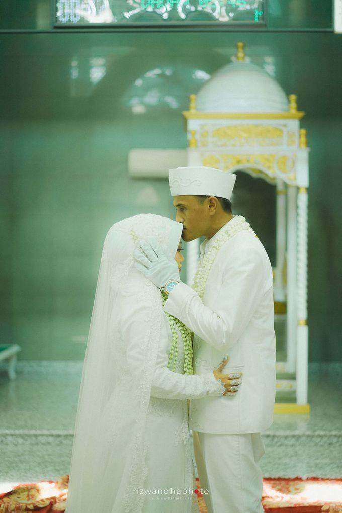 The Wedding Of Isya & Aan by Rizwandha Photo - 009