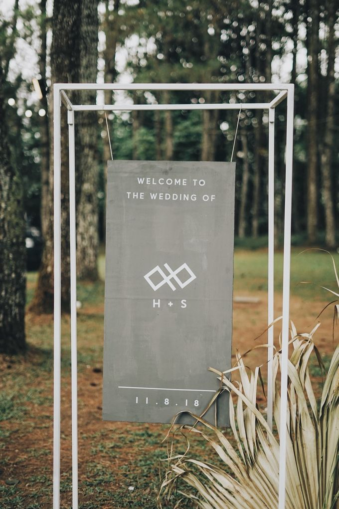 The Intimate Wedding between Two Haters of Fresh Flowers by Elior Design - 037