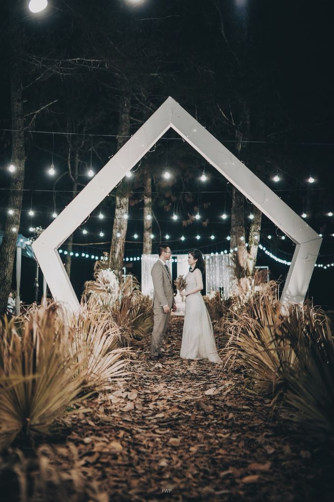 The Intimate Wedding between Two Haters of Fresh Flowers by Elior Design - 020