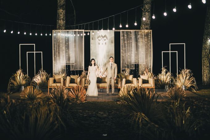 The Intimate Wedding between Two Haters of Fresh Flowers by Elior Design - 021