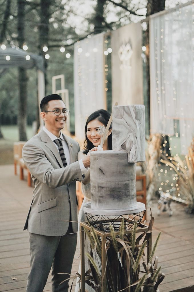 The Intimate Wedding between Two Haters of Fresh Flowers by Elior Design - 022