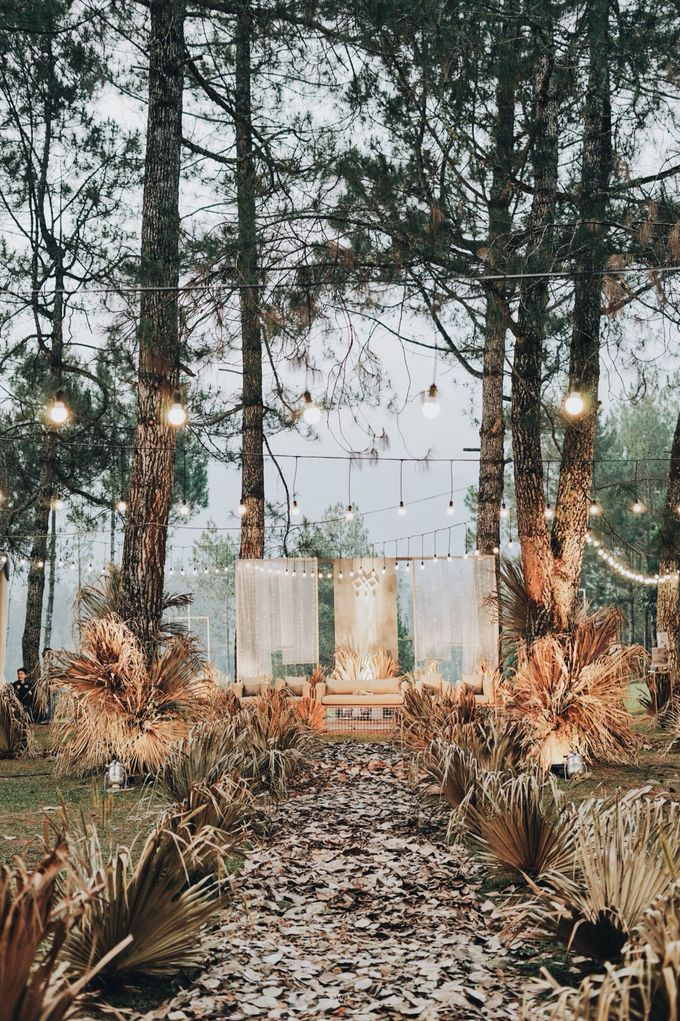 The Intimate Wedding between Two Haters of Fresh Flowers by Elior Design - 038