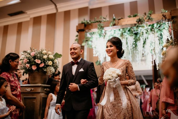 Wedding Reception at Pondok Indah Golf by Yoga Septa Make Up Artist - 017