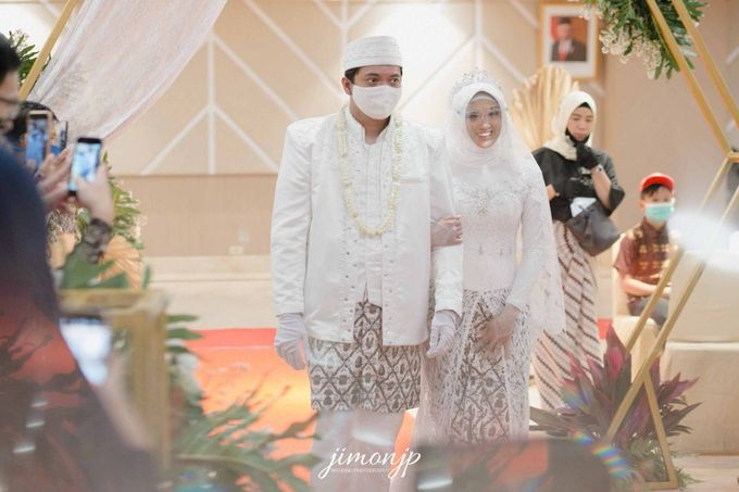 The Intimate Wedding Of Dzi & Ratno by Armadani Organizer - 020