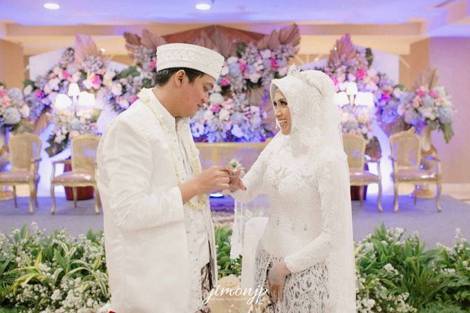 The Intimate Wedding Of Dzi & Ratno by Armadani Organizer - 017
