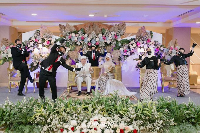 The Intimate Wedding Of Dzi & Ratno by Armadani Organizer - 023