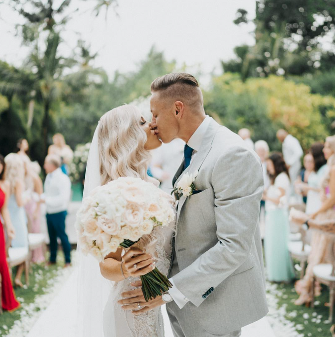 Kirra & Charlie - Intimate Elegant by Aisle Project - 014