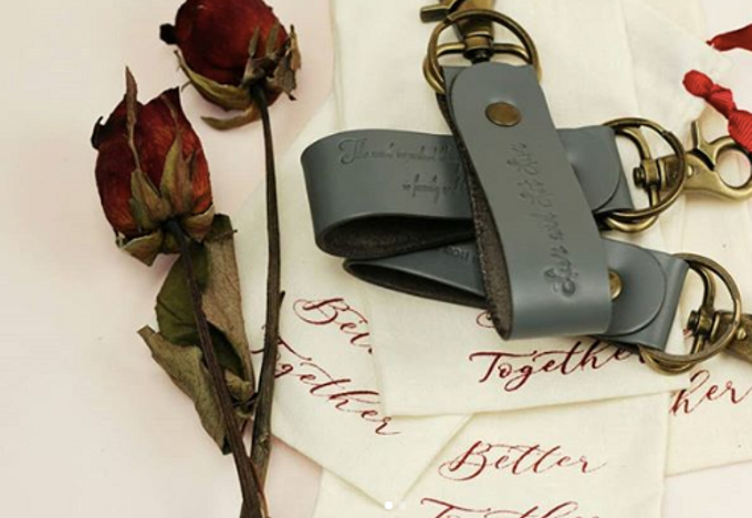 Keychain - Jonathan & Carmen by Rove Gift - 001
