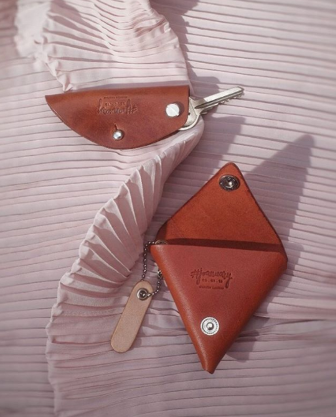 Andrew & Joanna - Key case & coin pouch by Rove Gift - 001