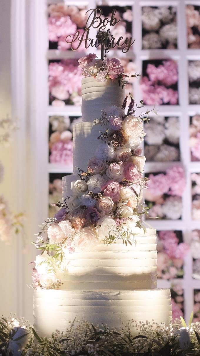 Bob & Audrey Wedding Cake by PYARA - 005