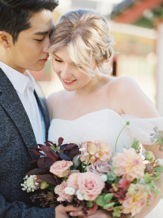 Fall Wedding Inspiration at Deoksugung by Honour and Blessing Events - 014