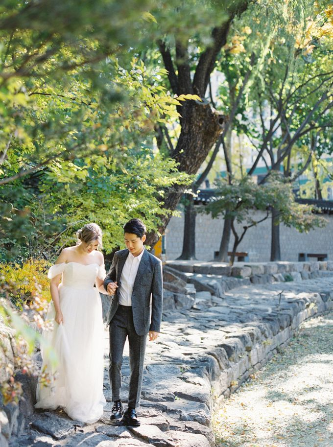 Fall Wedding Inspiration at Deoksugung by Honour and Blessing Events - 034