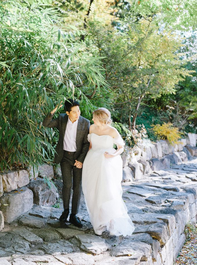 Fall Wedding Inspiration at Deoksugung by Honour and Blessing Events - 035