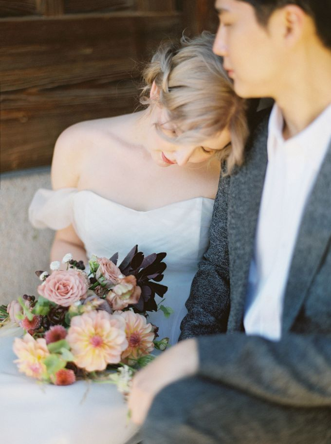 Fall Wedding Inspiration at Deoksugung by Honour and Blessing Events - 041