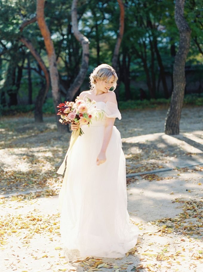Fall Wedding Inspiration at Deoksugung by Honour and Blessing Events - 043
