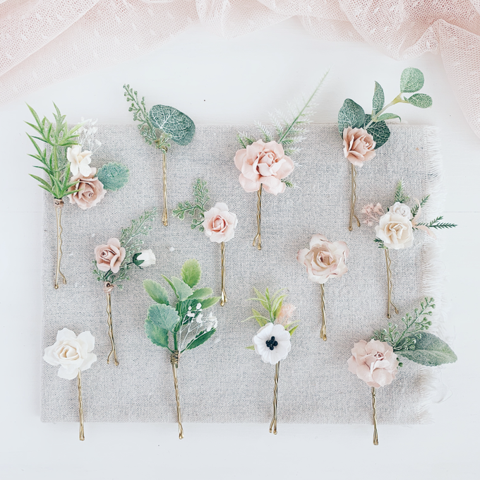 Blush hair pins with peonies, roses, eucalyptus  by Serenity Wedding - 004