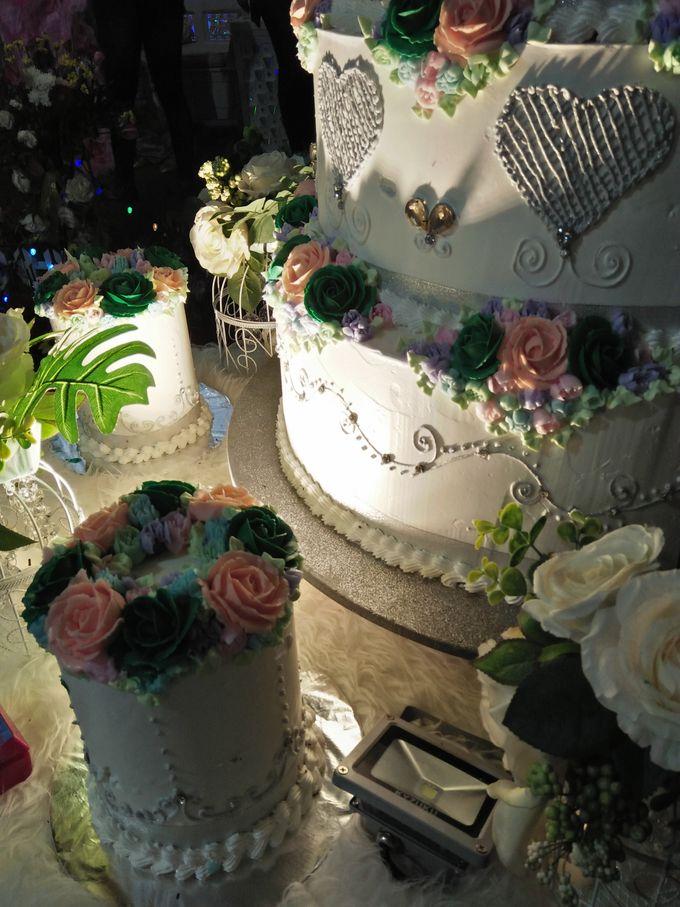 Wedding Cake Full Buttercream Flower by Uci Bakery - 003