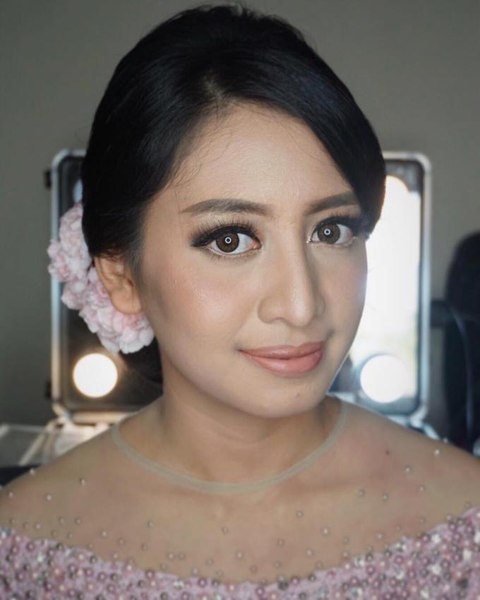Engagement & Prewedding Make up  by shabrinamakeup - 001