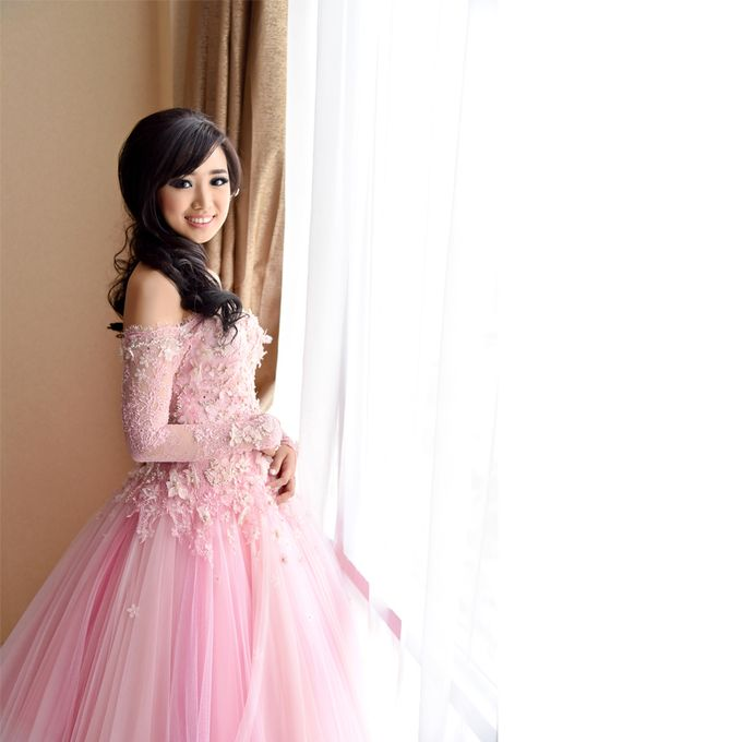 Sindra Engagement Dress by Yenny Lee Bridal Couture - 005