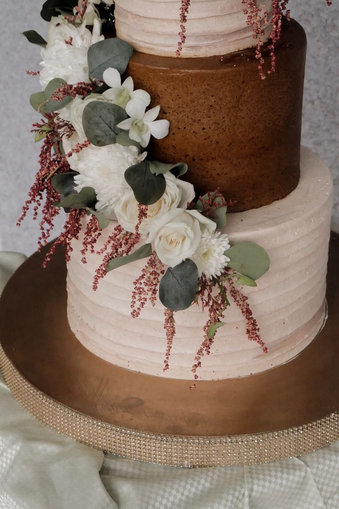 The Wedding of Poppy & Ogen by KAIA Cakes & Co. - 006