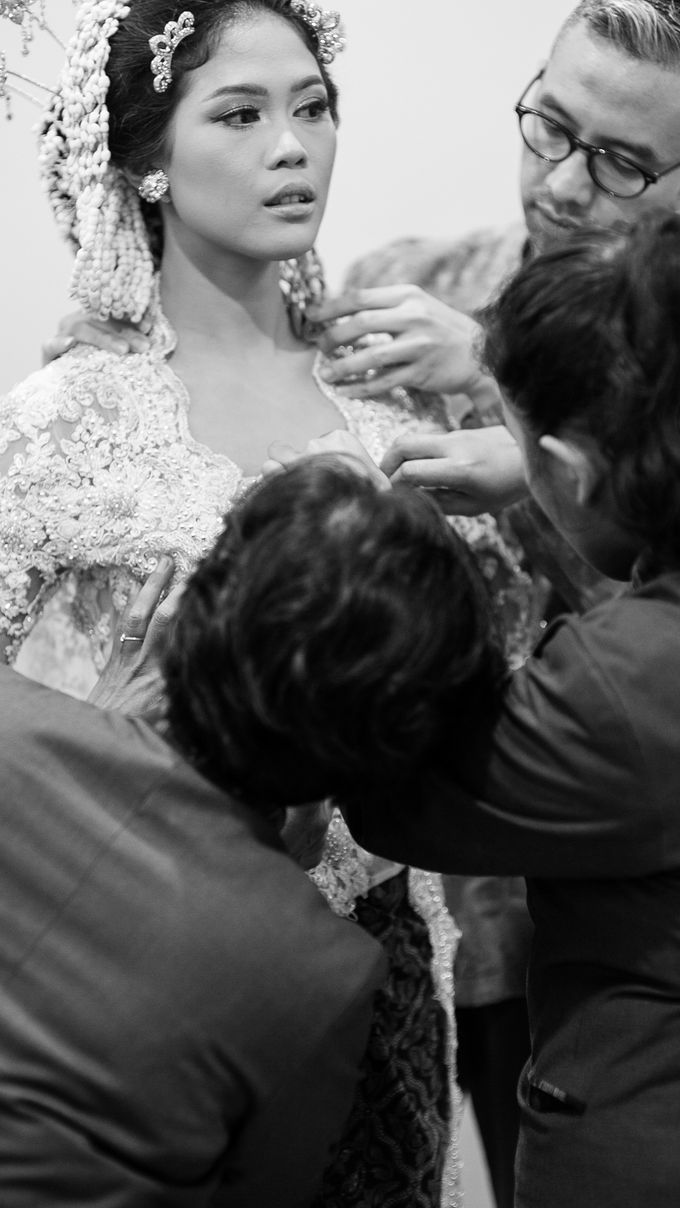 Satrio & Putri Wedding by SVARNA by IKAT Indonesia Didiet Maulana - 006