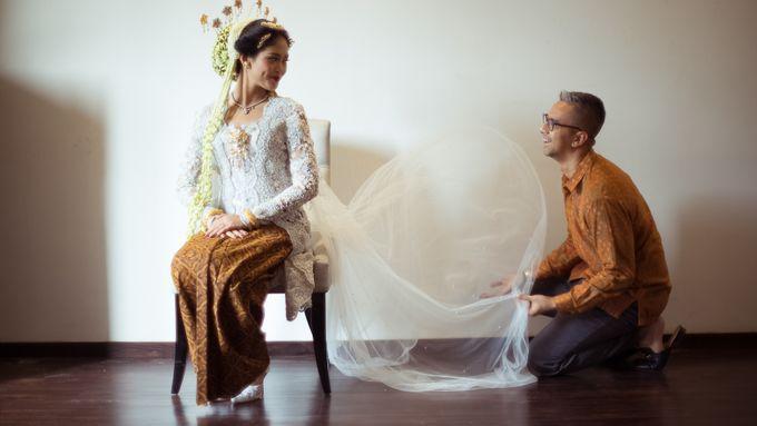 Satrio & Putri Wedding by SVARNA by IKAT Indonesia Didiet Maulana - 003