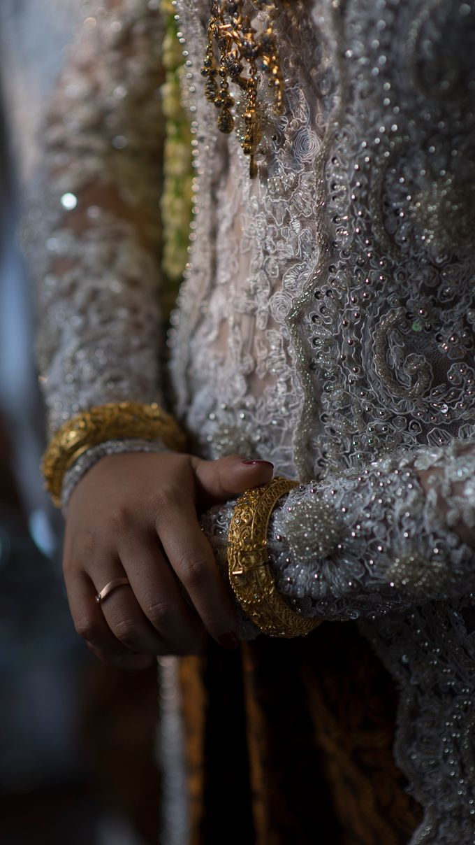 Satrio & Putri Wedding by SVARNA by IKAT Indonesia Didiet Maulana - 017