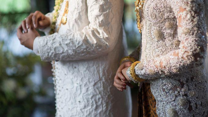 Satrio & Putri Wedding by SVARNA by IKAT Indonesia Didiet Maulana - 018