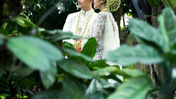 Satrio & Putri Wedding by SVARNA by IKAT Indonesia Didiet Maulana - 007