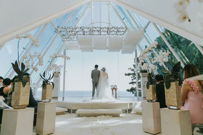Lily & Jonathan at Tirtha Uluwatu by ENST Couture - 013