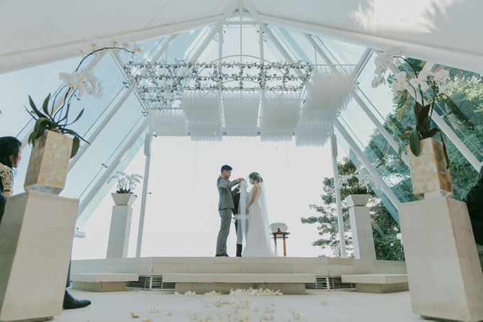 Lily & Jonathan at Tirtha Uluwatu by ENST Couture - 017