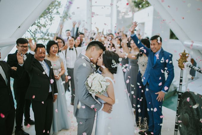 Lily & Jonathan at Tirtha Uluwatu by ENST Couture - 022