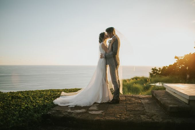 Lily & Jonathan at Tirtha Uluwatu by ENST Couture - 026