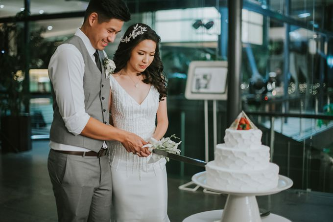 Lily & Jonathan at Tirtha Uluwatu by ENST Couture - 030