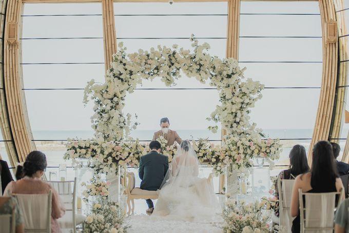 Sundoro and Rini Wedding by The Apurva Kempinski Bali - 007