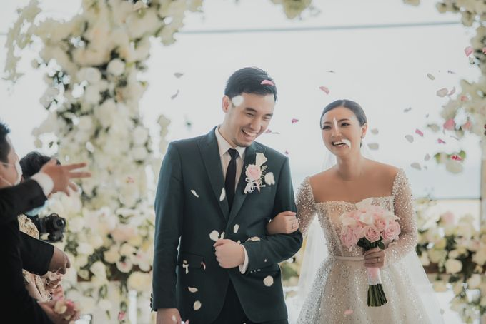 Sundoro and Rini Wedding by The Apurva Kempinski Bali - 002