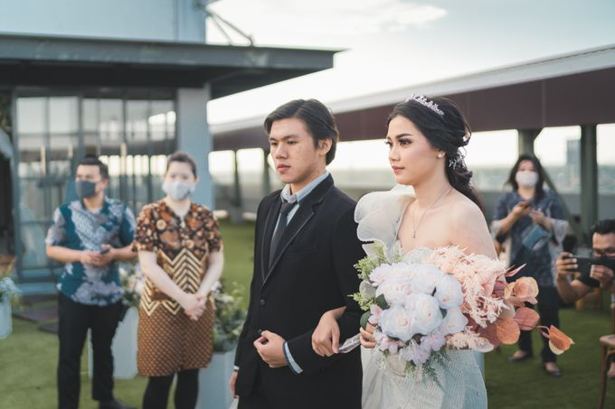 Exclusive Bridal Wedding Package Luminor Sidoarjo by darihati.organizer - 002