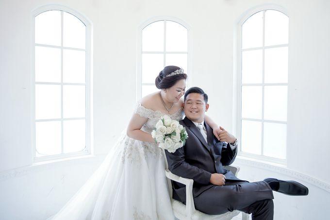 Prewedding Indoor Jakarta Suwandi & Jennifer by The Bridea - 002