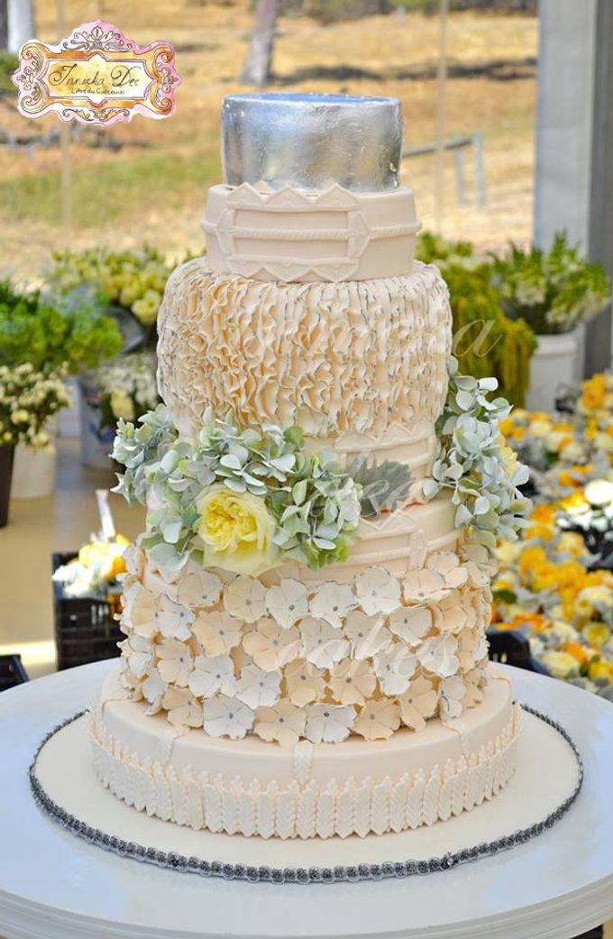 A Spectacular Farmhouse Wedding by Innicka Dee Cakes - 001